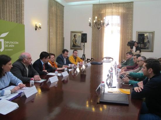 La presidenta de Prodecan, Isabel Uceda, asistió a la reunión celebrada en la Diputación con las ADRs.