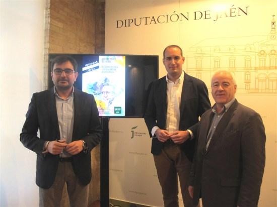 Juan Ángel Pérez, Juan Latorre y Andrés Medina, con el cartel de estas jornadas al fondo.