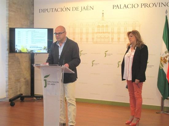 Manuel Fernández presenta este programa de actividades en presencia de Pilar Salazar.