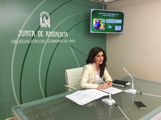 La delegada territorial de Educación, Yolanda Caballero, en rueda de prensa.