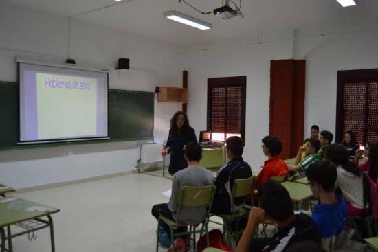 Los alumnos de Marmolejo asisten a una de estad charlas, en una anterior edición.