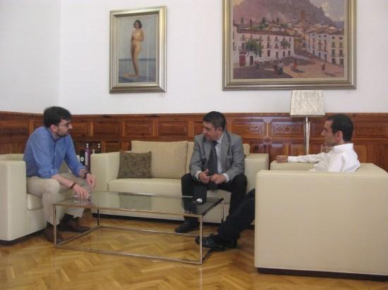 Juan Ángel Pérez, Francisco Reyes y Miguel Ángel Martínez durante el encuentro mantenido en el Palacio Provincial.