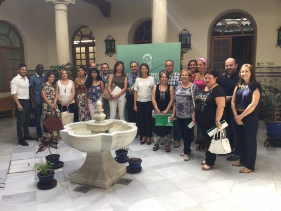 La delegada del Gobierno, Ana Cobo, junto a los representantes de estas entidades.