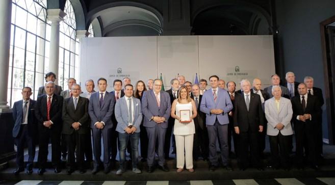 Susana Díaz se reunió con la directiva de la Federación Andaluza de Fútbol. Foto: Junta de Andalucía.