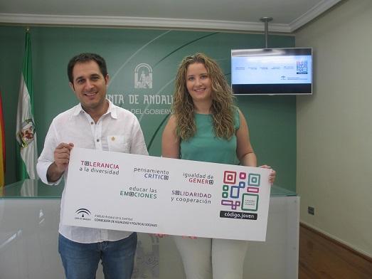 El director del IAJ, Francisco Pizarro, acompañado por el coordinadora provincial, Ana Morillo.