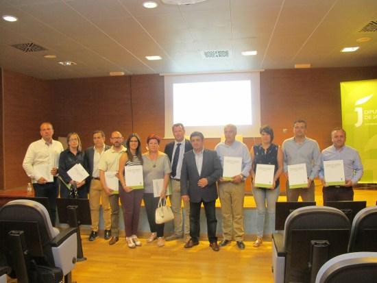 El presidente de la Diputación hizo entrega el pasado mes de junio de estos estudios a 10 consistorios.