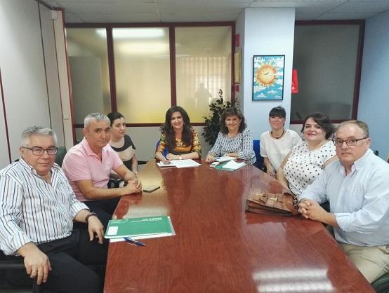 """Yolanda Caballero se reunió con representantes de la asociación de discapacitados """"Abriendo Camino""""."""