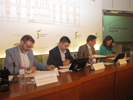 Rafael Valdivielso, Francisco Reyes, Juan Diego Ramírez y Yolanda Caballero han suscrito este convenio.