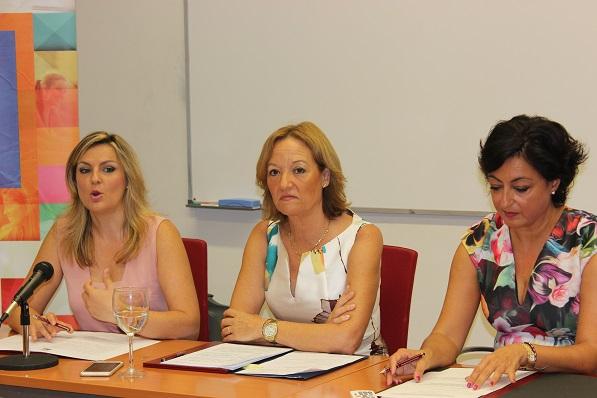 Carmen Ortiz, durante su intervención en el curso de verano de la UNIA.
