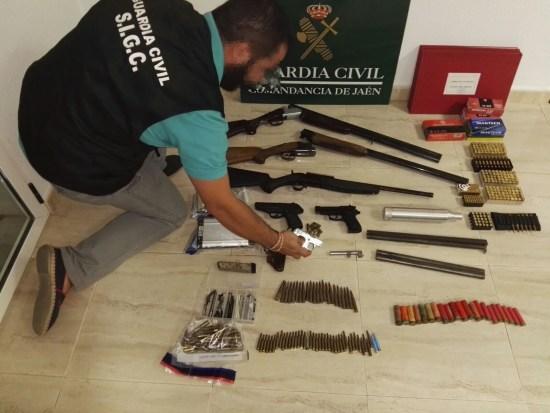 Armamento incautado al detenido en Linares. Foto: Guardia Civil.