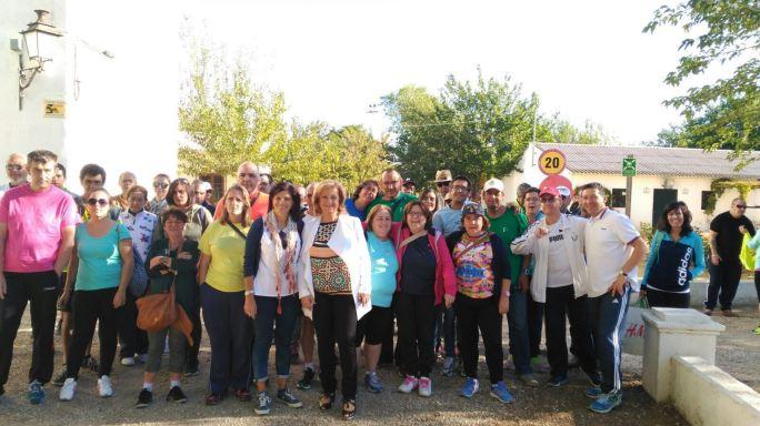 La delegada territorial de Igualdad, Salud y Políticas Sociales en Jaén, Teresa Vega, ha participado en esta caminata.
