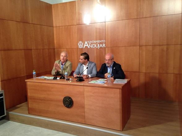 El alcalde de Andújar, Paco Huertas, y el director del Centro Asociado de la UNED, Andrés Medina.