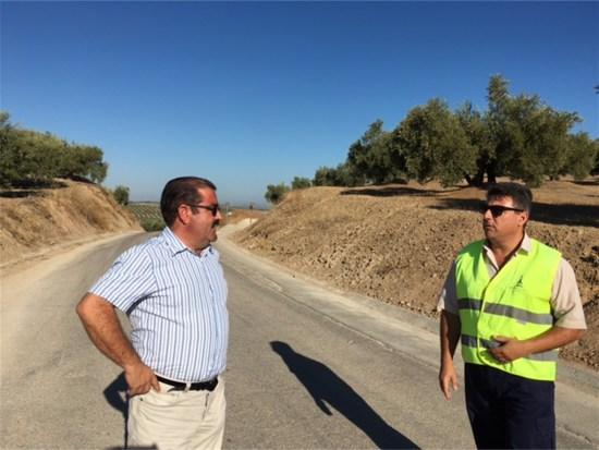 José Castro visita la carretera que une Torredonjimeno con Lendínez.