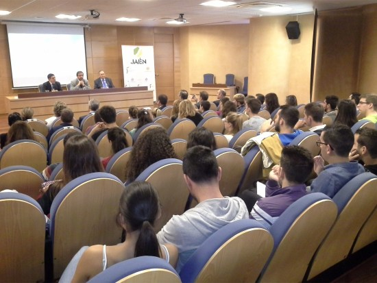 """Primer encuentro de la iniciativa """"De Jaén"""" con universitarios."""