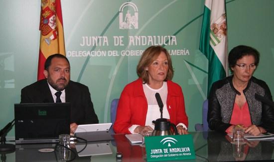 Carmen Ortiz presentó el estudio sobra la cartografía de invernaderos en Andalucía Oriental.