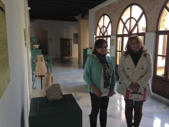 La concejala de Cultura del Ayuntamiento de Andújar, María José Bueno, y la delegada territorial de Cultura, Turismo y Deporte, Pilar Salazar.