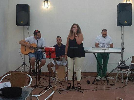 """El grupo """"Raíces flamencas"""" en plena actuación."""