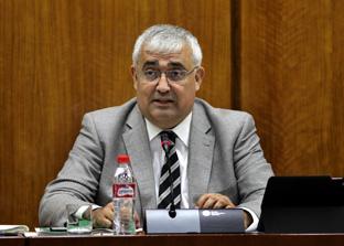 El consejero de Economía, durante la comisión parlamentaria.