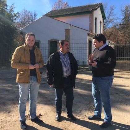 José Castro, en el centro, y Manuel Lozano, a la derecha, durante su visita a estas actuaciones.