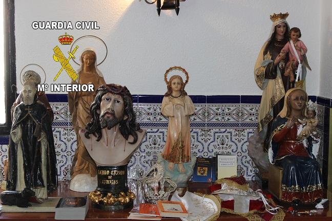 Imágenes realigiosas incautadas a la detenida. Foto: Guardia Civil.