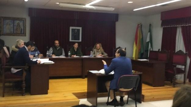 Un momento de este pleno municipal que contó con la ausencia de los concejales de IU.