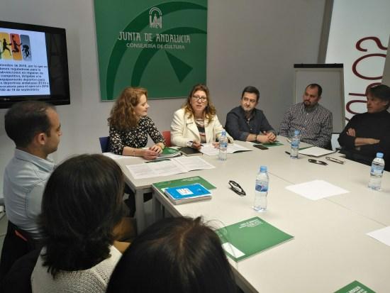 La delegada territorial de Cultura, Turismo y Deporte, Pilar Salazar, mantiene una reunión con estos clubes deportivos..
