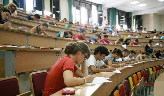 Nueva prueba de acceso a la Universidad: un examen por asignatura pero con más preguntas para elegir.