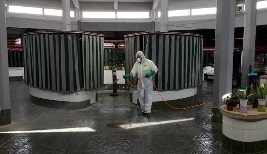 El Ayuntamiento de Andújar implanta nuevas medidas en el Mercado de Abastos para realizar las compras de forma más segura durante la desescalada.