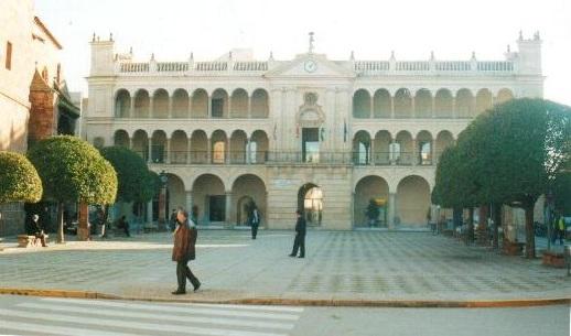El Ayuntamiento de Andújar pone en marcha la regularización de las terrazas del municipio en colaboración con el sector hostelero.