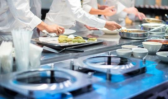 Empleo diseña una oferta formativa para los sectores del turismo y la hostelería dotada con 4,3 millones.