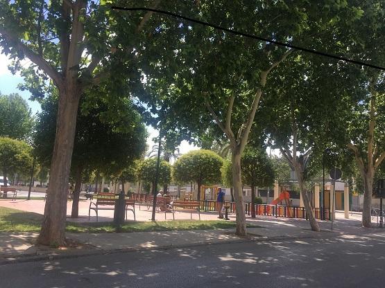 """Medio Ambiente de Andújar prepara parques, jardines y juegos infantiles para su uso por los más pequeños en la """"nueva normalidad""""."""