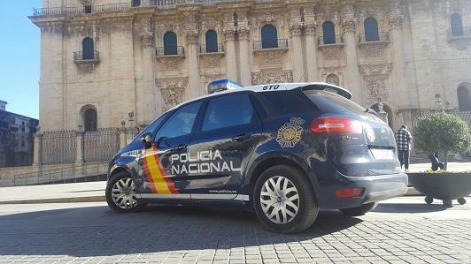 La Policía Nacional detiene en Jaén a un hombre que incendió diez contenedores de basura.