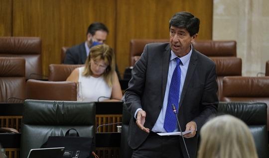 Juan Marín destaca que el nuevo Reglamento de Justicia Gratuita valora a los profesionales del turno de oficio.