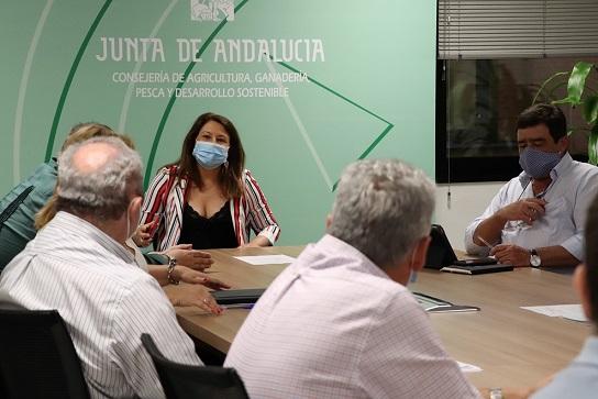"""Crespo pide al Gobierno central que luche para evitar el recorte de una PAC que debe ser """"contundente""""."""