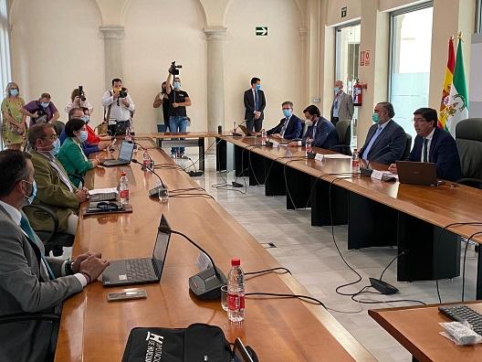 Diputación y Junta firman el convenio para financiar los materiales del PFEA, que ascienden a 9,4 millones de euros.