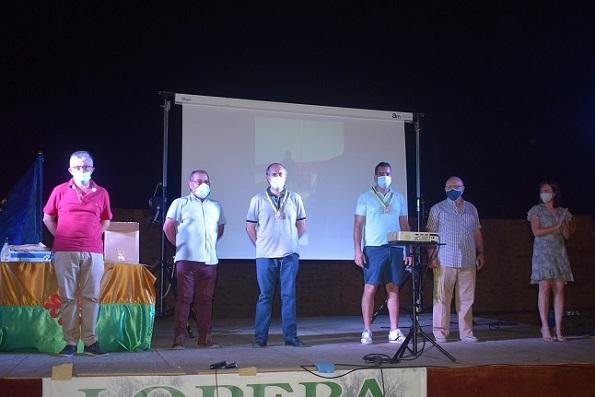 Lopera rinde homenaje a los agricultores que colaboraron en las tareas de desinfección.