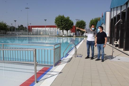Más de 4.260 usuarios y usuarias disfrutan de la piscina municipal de Andújar desde su reapertura el pasado mes de junio.