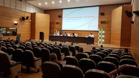 El Consejo de Alcaldes y Alcaldesas aborda medidas ante el inicio de las clases y de la campaña de la aceituna.