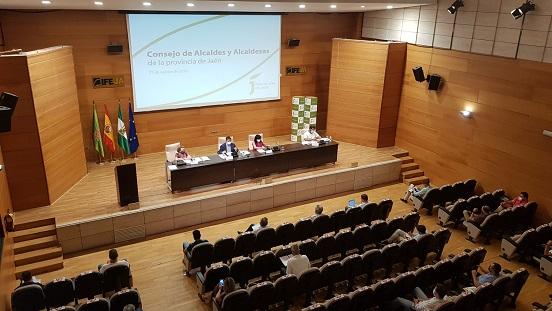Reyes solicita a la Junta una reunión urgente con los ayuntamientos para abordar la desinfección de los colegios.
