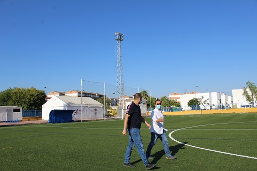El Ayuntamiento de Andújar prosigue su apuesta por el deporte mejorando las instalaciones, accesos e iluminación del campo de fútbol Puerta de Madrid.