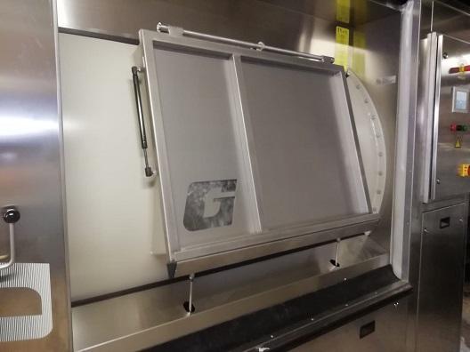 El Hospital de Jaén incorpora una nueva lavadora industrial.