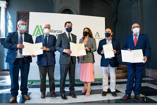 Moreno y el sector agroalimentario se unen para reclamar una PAC fuerte y solidaria que no lesione los intereses del campo andaluz.