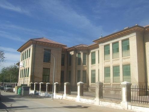 El Ayuntamiento de Lopera lamenta que la Junta siga sin abrir una nueva aula en Segundo de Primaria y advierte del riesgo para la salud pública.