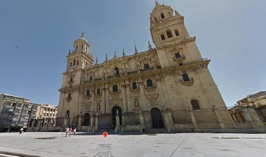 Rescatado y trasladado al hospital un trabajador tras sufrir un accidente en la Catedral de Jaén.