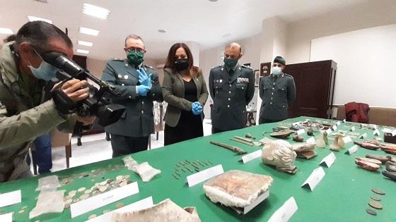 """La subdelegada resalta el excelente trabajo de la Guardia Civil de Jaén en la protección del patrimonio arqueológico, """"un bien que nos pertenece a todos""""."""