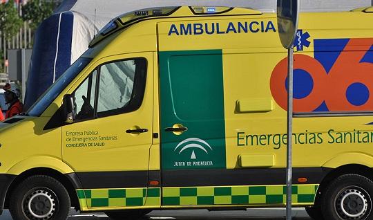 Un varón fallecido y una mujer herida tras salirse su coche de la calzada en Úbeda.