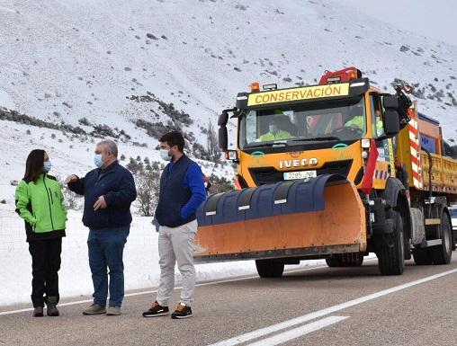 La Junta interviene en 28 carreteras de Jaén ante las nevadas del Puente de la Inmaculada.