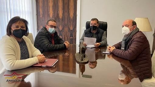 Paco Huertas aborda con UGT solicitar a la Junta de Andalucía, mediante una moción en pleno, la vacunación prioritaria de los trabajadores del servicio de Ayuda a Domicilio.