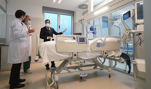 Moreno pone en valor la inversión de 12,3 millones en infraestructuras sanitarias en la provincia de Jaén para hacer frente a la pandemia.
