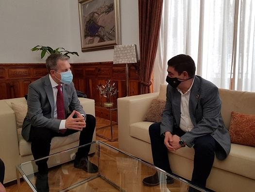 El presidente de la Diputación recibe al nuevo presidente del Colegio Oficial de Médicos de Jaén.